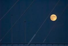 Maan boven Prins Clausbrug