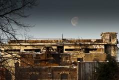 Maan boven Cereolfabriek