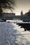 Sneeuw bij aanlegplek Merwedekanaal