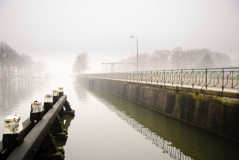 Sluis Merwedekanaal in de mist