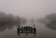 Mistig Merwedekanaal vanaf Muntbrug